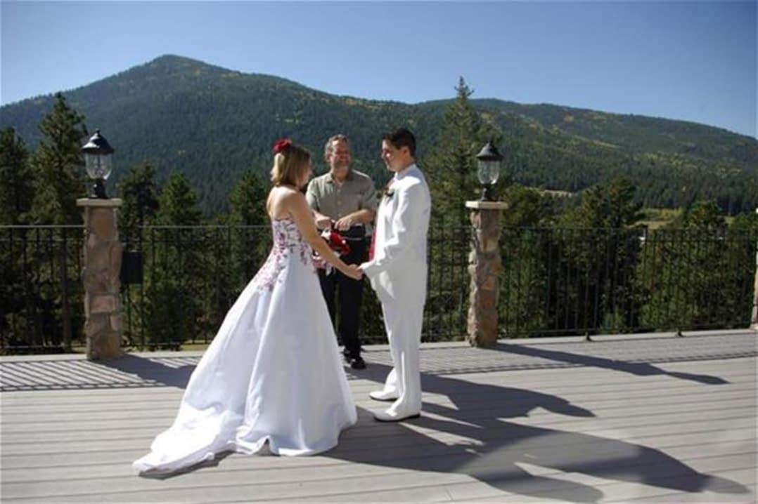 An Arrowhead Bnb wedding ceremony.