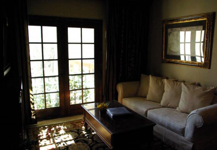 King's living area is very nice!